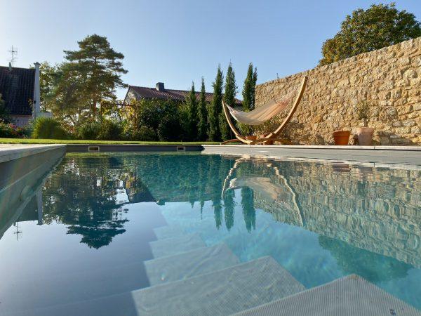 Houpací síť La Siesta Brisa Double - vanilla u bazénu