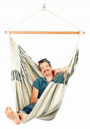 Závěsné houpací křeslo La Siesta Domingo Comfort - cedar obsazené
