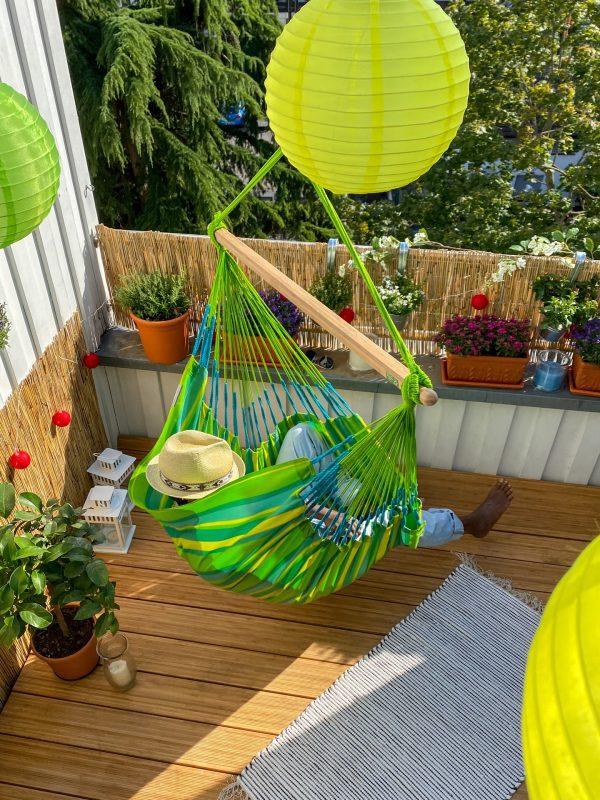 Závěsné houpací křeslo La Siesta Domingo Comfort - lime na terase