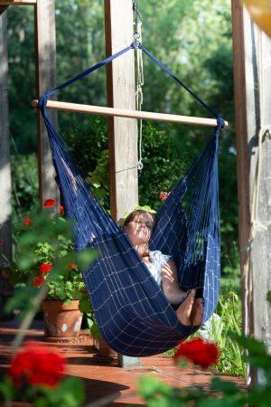 Závěsné houpací křeslo La Siesta Domingo Comfort - marine je vhodné k relaxaci