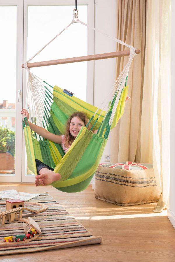 Závěsné houpací křeslo La Siesta Orquídea Basic - jungle v bytě