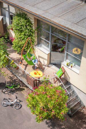 Závěsné houpací křeslo La Siesta Domingo Basic - lime - na terase