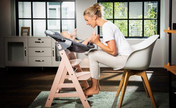 Rostoucí židle Hauck Alpha+ Rose s dolňkem Alpha Bouncer